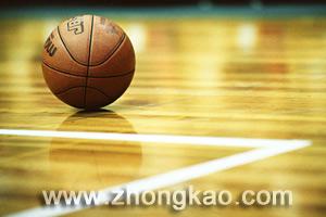 中考体育如何巧练篮球绕标志物运球