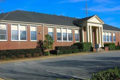 秋季开学第一天,小学三年级女教师--ABIGALE来到学校