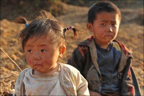 灾区的儿童令人揪心的眼神