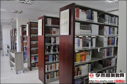 古色古香的图书室