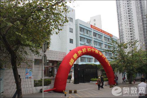 深圳市福景外校校门
