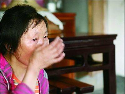 段金凤一说起孩子就忍不住落泪