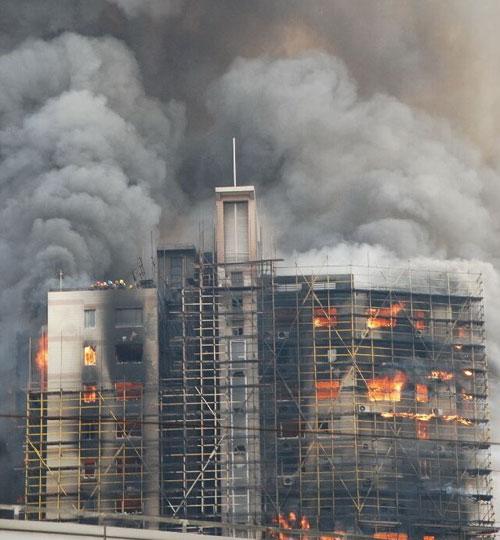 """上海""""11·15""""特大火灾事故现场(3)_奥数网 : 中学二年 数学 : 中学"""