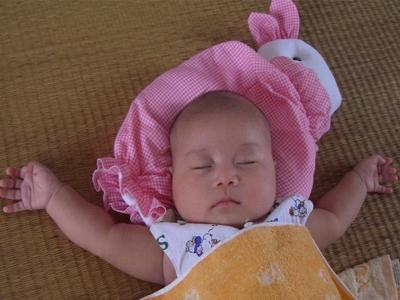 幼儿教育 育儿心得 > 正文         缺点:宝宝容易溢奶,由胃反流到