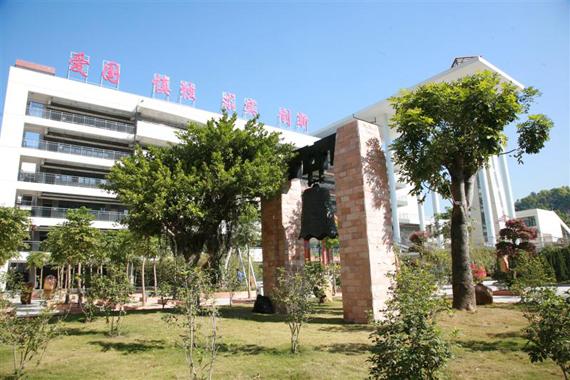 红岭中学高中部校园风景图