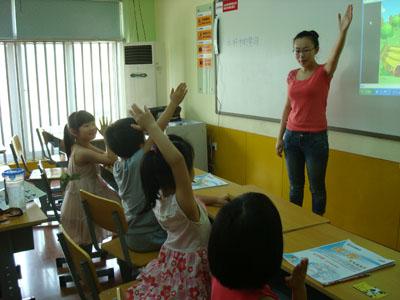 小学生上课举手图片分享; 举手发言_举手发言卡通图片,举手发言图片