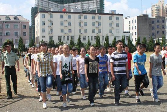 2011如东实验中学初一新生圆满完成军训图片