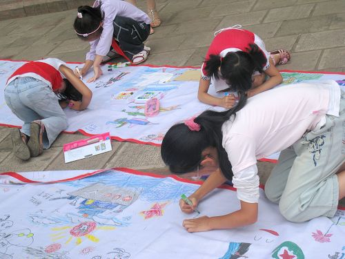关于感恩老师的绘画_全民国防教育日组图——绘画和谐家园_作文网