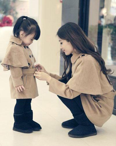 妈妈和女儿的图片_