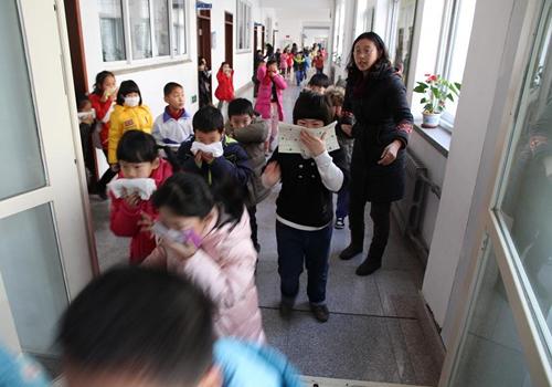 大连格致中学组织防火逃生演习活动