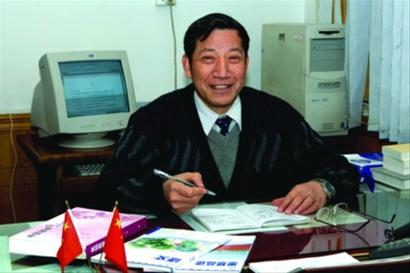 上海市民办明珠中学校长张俊明