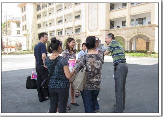 宁波海曙外国语学校第一届新生报到现场