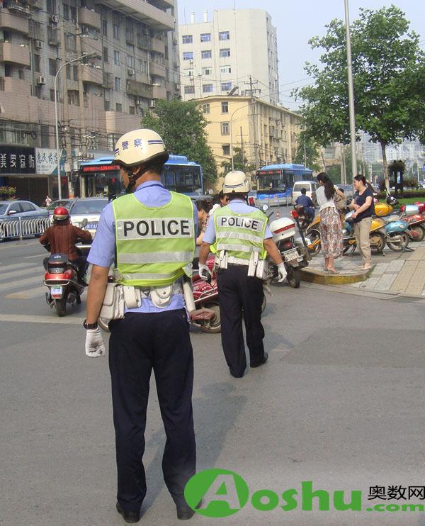 维持秩序的警察