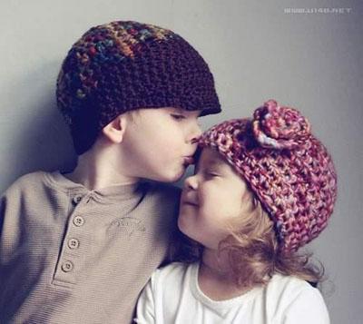 欧美小孩亲吻头像