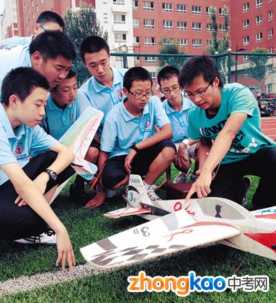 辽宁省百名中学生夏令营制航模