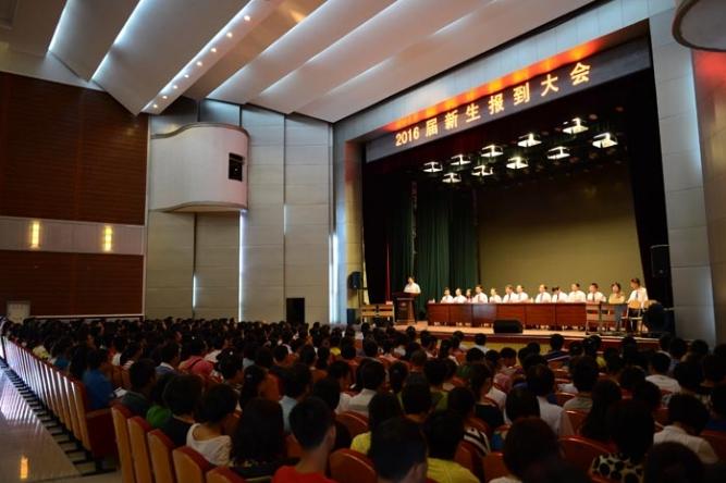 辽宁省实验中学2013级新生8月18日报道