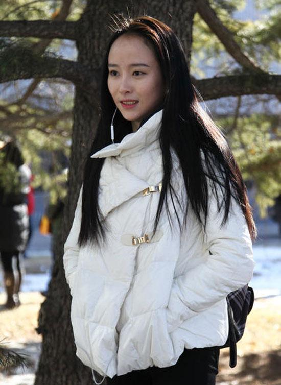 北京电影学院初试现场清纯美女考生众多图集