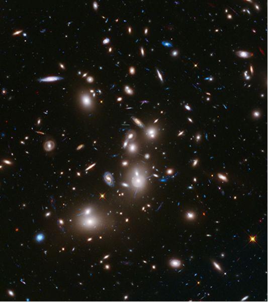 哈勃望远镜拍到130亿年前弱暗星系团