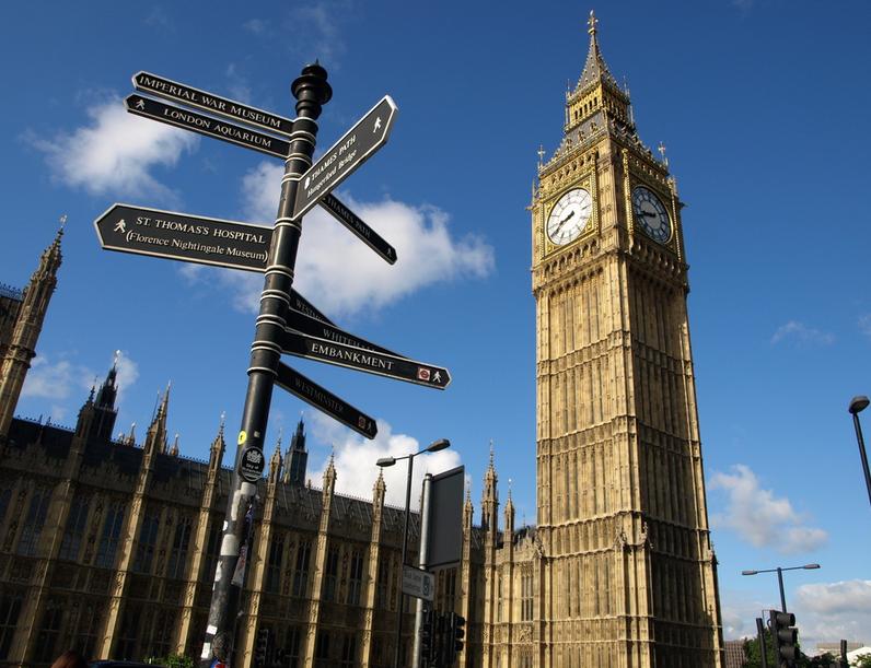 2014英国:英国贫穷白人家庭孩子学业成绩最差