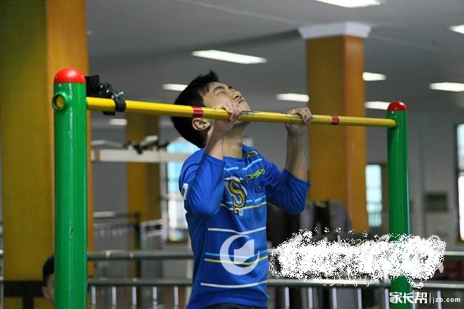长沙中考体育新设备:手臂弯臂监测仪
