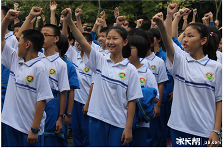 多图放送广州初中学校校服款式(2)图片