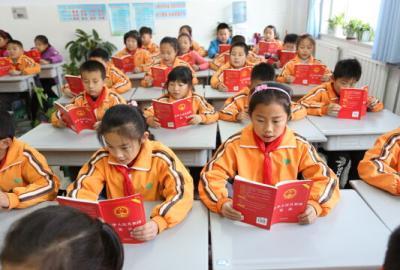 教育部小学连线,开展国产宪法晨读活动在线视频司机视频老图片