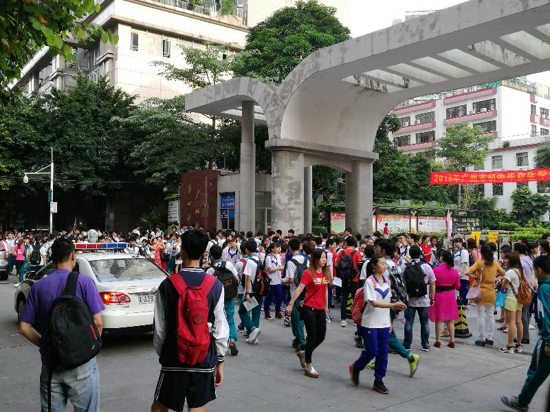 2016年广州中考现场直击:广州四中考点